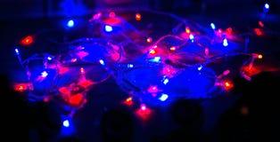 De lichten van Kerstmis op donkere achtergrond met exemplaarruimte Royalty-vrije Stock Foto's