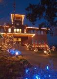 De lichten van Kerstmis op historisch schoolhuis Stock Afbeelding