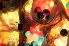 De lichten van de pingpongbal zijn kleurrijk en kleurrijk, als decoratie van een winkel of een mooi huis stock foto