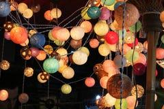 De lichten van de pingpongbal zijn kleurrijk en kleurrijk, als decoratie van een winkel of een mooi huis royalty-vrije stock afbeelding