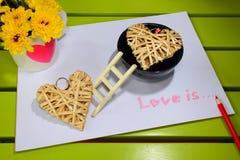 De liefde is… roze teller op witte achtergrond Royalty-vrije Stock Afbeelding
