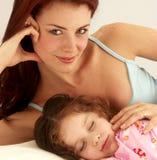 De liefde van de moeder. stock afbeeldingen