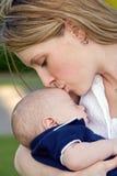 De Liefde van de moeder royalty-vrije stock afbeelding