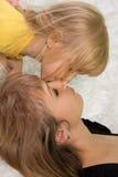De liefde van de moeder en van de dochter royalty-vrije stock afbeeldingen