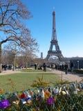 De liefdehangsloten op metaalomheining Trocadero tuiniert de Toren van Eiffel royalty-vrije stock foto's