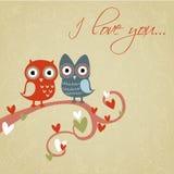 De liefdekaart van de valentijnskaart met uilen en harten Royalty-vrije Stock Afbeeldingen