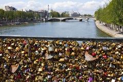 De Liefdesloten op Pont des Arts in Parijs Stock Fotografie