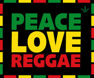 De Liefdetitel van de Reggaevrede in Rasta-kleuren op zwarte achtergrond met marihuanablad Vector illustratie Stock Afbeelding