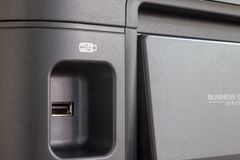 DE LIER, PAESI BASSI - 28 AGOSTO 2018: Chiuda su di una porta USB sopra immagini stock