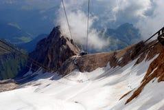 De lift van Marmolada, Italiaanse berg Dolomi Stock Fotografie