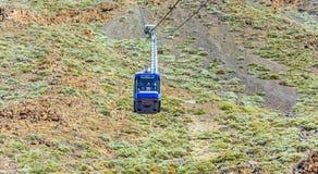 De liftcabine neemt toeristen bij de vulkaan Teide op Tenerife op Royalty-vrije Stock Afbeeldingen