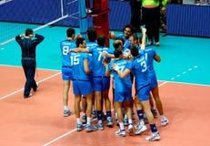 De Liga van de Wereld van het volleyball: Italië versus Cuba Stock Afbeeldingen