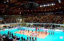 De Liga van de Wereld van het volleyball: Italië versus Cuba Royalty-vrije Stock Fotografie