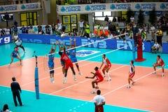 De Liga van de Wereld van het volleyball: Italië versus Cuba Royalty-vrije Stock Foto's