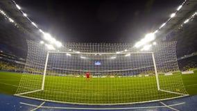 De Ligaspel van UEFA Europa tussen FC-Dynamo Kyiv en Snelle Wien stock video