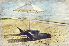 de ligstoel en de paraplu op Pranburi-strand zijn in Prachuabkirikha royalty-vrije stock afbeelding