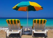 De ligstoelen op Rhodos en liggen Royalty-vrije Stock Afbeelding