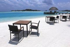 De ligstoelen van de Maldiven Stock Afbeeldingen