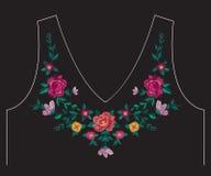De lijn bloemenpatroon van de borduurwerk kleurrijk etnisch hals met rozen Stock Afbeelding