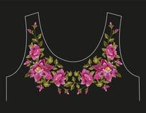 De lijn bloemenpatroon van de borduurwerk kleurrijk hals met hondrozen Stock Foto's