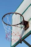 De lijn, en de beschadigde basketbalhoepel royalty-vrije stock afbeeldingen