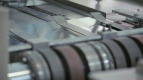 De lijn van de fabriekstransportband De productielijn van de staalfabriek Staal productie stock video
