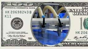 De lijn van de fabriekstransportband in kader van 100 dollarrekening stock footage