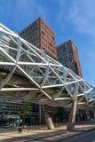 De lijn van het Randstadspoor door Beatrixkwartier in Den Haag Royalty-vrije Stock Afbeeldingen