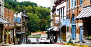 De lijn van specialiteitwinkels de windende straten van Eureka-Lentes de van de binnenstad, Arkansas royalty-vrije stock afbeeldingen