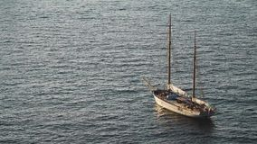 De lijnbootschip die van de luxecruise van haven op zonsopgang, zonsondergang, de baai van Itali? Sorrento, reisreis, het werk op stock footage