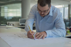 De lijnen van de architectentekening op CAD Tekeningen Stock Foto
