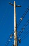 De Lijnen van de elektriciteit en Blauwe Hemel royalty-vrije stock afbeelding
