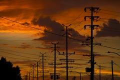 De lijnen van de macht bij zonsondergang Stock Afbeeldingen