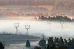 De lijnen van de macht in de mist Stock Afbeelding