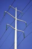 De lijnen van de macht tegen blauwe hemel Royalty-vrije Stock Afbeelding