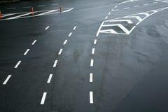De lijnen van het verkeer op asfalt Stock Afbeelding