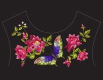 De lijnpatroon van de borduurwerk etnisch hals met wilde rozen en butterfl Stock Afbeeldingen