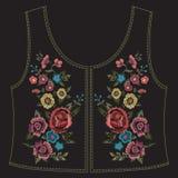 De lijnpatroon van de borduurwerk kleurrijk etnisch bloemenhals met simplif Stock Fotografie