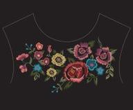 De lijnpatroon van de borduurwerk kleurrijk etnisch hals met vereenvoudigde flo Royalty-vrije Stock Afbeelding