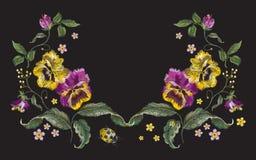 De lijnpatroon van de borduurwerk mooi bloemenhals met pansies en l Stock Foto
