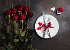 De lijst die van de valentijnskaartendag romantisch diner plaatsen huwt me huwelijksverlovingsring Stock Fotografie