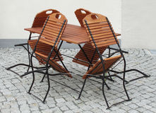 De lijst en de stoelen van Bistro Stock Afbeeldingen