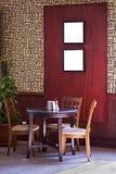 De lijst en de stoelen van de koffie Stock Fotografie