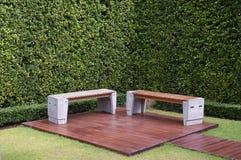 De lijst en de stoelen van de tuin Royalty-vrije Stock Afbeeldingen