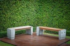 De lijst en de stoelen van de tuin Stock Foto