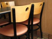 De lijst en de stoelen van het restaurant Royalty-vrije Stock Afbeelding