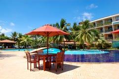 De lijst en de stoelen van openluchtrestaurant Royalty-vrije Stock Fotografie
