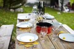 De lijst van de picknick die voor lunch wordt geplaatst Royalty-vrije Stock Foto
