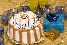 De lijst van de verjaardag met cake royalty-vrije stock afbeelding