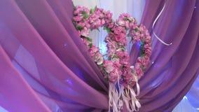 De lijst van het decoratiehuwelijk in purpere kleur stock footage